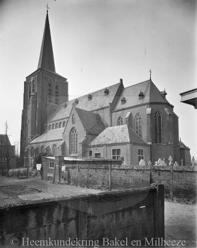 Bakel - bakel-kerk-vanuit-dorpsstrat