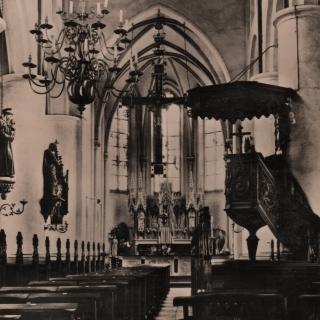 014-Interieur van de Willibrorduskerk, foto gemaakt in 1957.