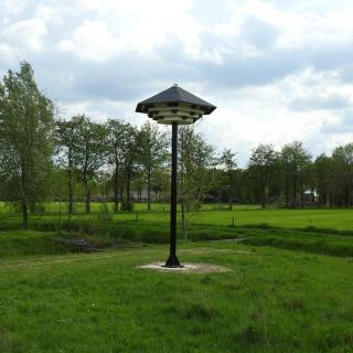 030-IVN Bakel en Milheeze is opgericht op 1 mei 1989. Er zijn verschillende werkgroepen. De huiszwaluwtil op de foto is gemaakt in 2019 door de vogelwerkgroep en geplaatst in de wijk Soersel.