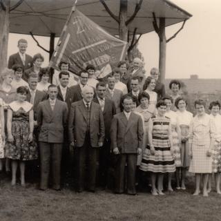 046-Zangkoor Kunst en Vermaak, opgericht in 1935 als mannenkoor, na de oorlog omgezet in een gemengd koor.