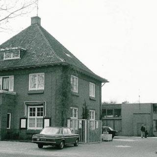 051-Jan Koppens (1906-1996) startte Koppens Machinefabriek, aan de Helmondseweg in Bakel, na de 2e WO. In 1961 overgenomen door zoon Wim. Het bedrijf is uitgegroeid tot miljoenenconcern en inmiddels opgegaan in het Duitse GEA Food Solutions. Staat nog steeds in Bakel, aan de Beekakker.