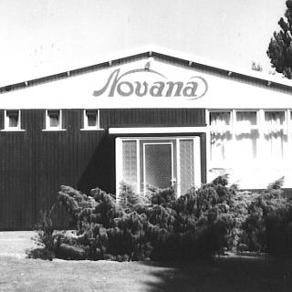 052-Novana was gevestigd in de Julianastraat en startte begin jaren zestig van de vorige eeuw. Ze naaiden er ondergoed. Later is Novana overgenomen door Ten Cate.