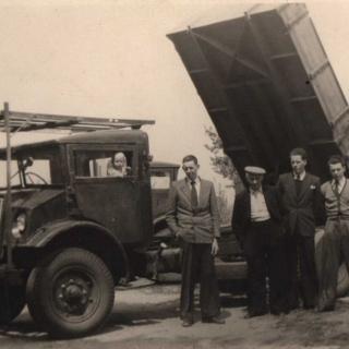 054-Royackers Transport Milheeze. Dit familiebedrijf is in 1938 opgericht door Johannes Royackers en bestaat nog steeds.