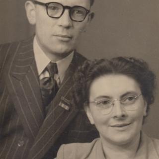 069-Bernard en Mientje Manders-Beijers waren tijdens de oorlog verzetstrijders . Zij gaven onder andere onderdak aan  Engelse en Amerikaanse piloten, die zij ook naar bevrijd gebied hielpen.