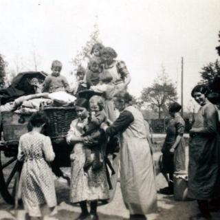 072-Evacuatie burgerbevolking in Milheeze in 1940 in opdracht van het Nederlandse leger. Familie Manders van de Hoeven in Milheeze.
