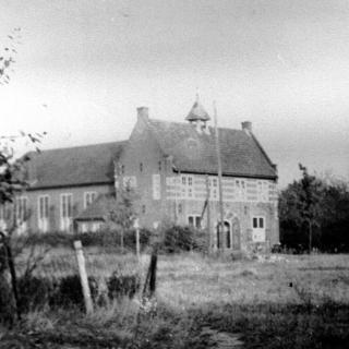 073-Parochiehuis in Bakel: in tijden van de mobilisatie was het een R.K. Militair Tehuis voor ontspanning, en tijdens de oorlog diende het als opslagruimte voor de distributie.