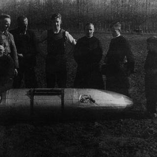 085-Brandstoftank gedropt bij Vogelenzang-Witven Bakel in 1944.