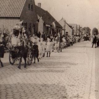 088-Bevrijdingsoptocht Milheeze in september 1944.