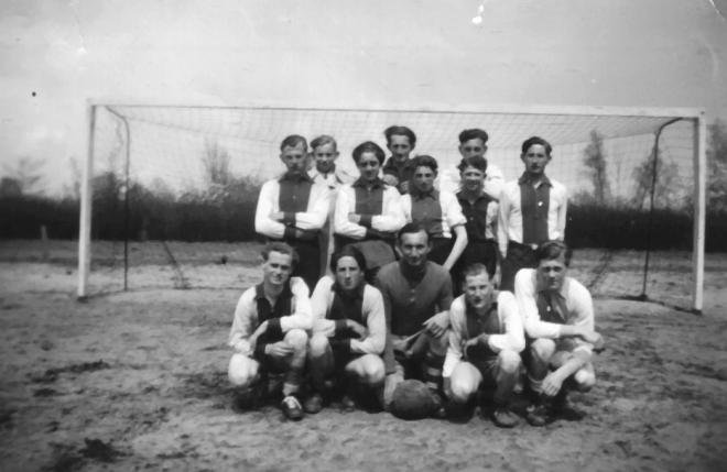 mb-60-009  https://www.heemkundekringbakelenmilheeze.nl/files/images/milheezer-boys-60/mb-60-009_128.jpg