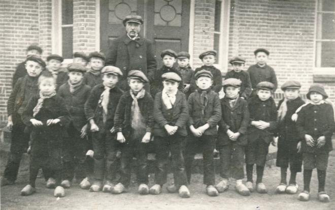 24  https://www.heemkundekringbakelenmilheeze.nl/files/images/scholen-van-vruger/24_128.jpg