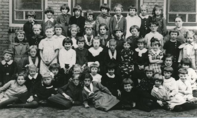 37  https://www.heemkundekringbakelenmilheeze.nl/files/images/scholen-van-vruger/37_128.jpg