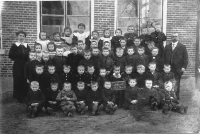 43-b  https://www.heemkundekringbakelenmilheeze.nl/files/images/scholen-van-vruger/43-b_128.jpg