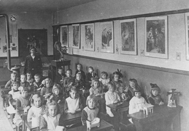 47-b  https://www.heemkundekringbakelenmilheeze.nl/files/images/scholen-van-vruger/47-b_128.jpg