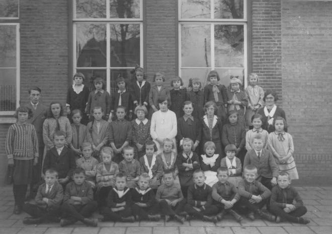 48-b  https://www.heemkundekringbakelenmilheeze.nl/files/images/scholen-van-vruger/48-b_128.jpg